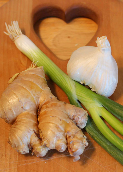 Traditional Chinese seasoning combination of garlic, ginger, and green onions has been shown to give health benefits.